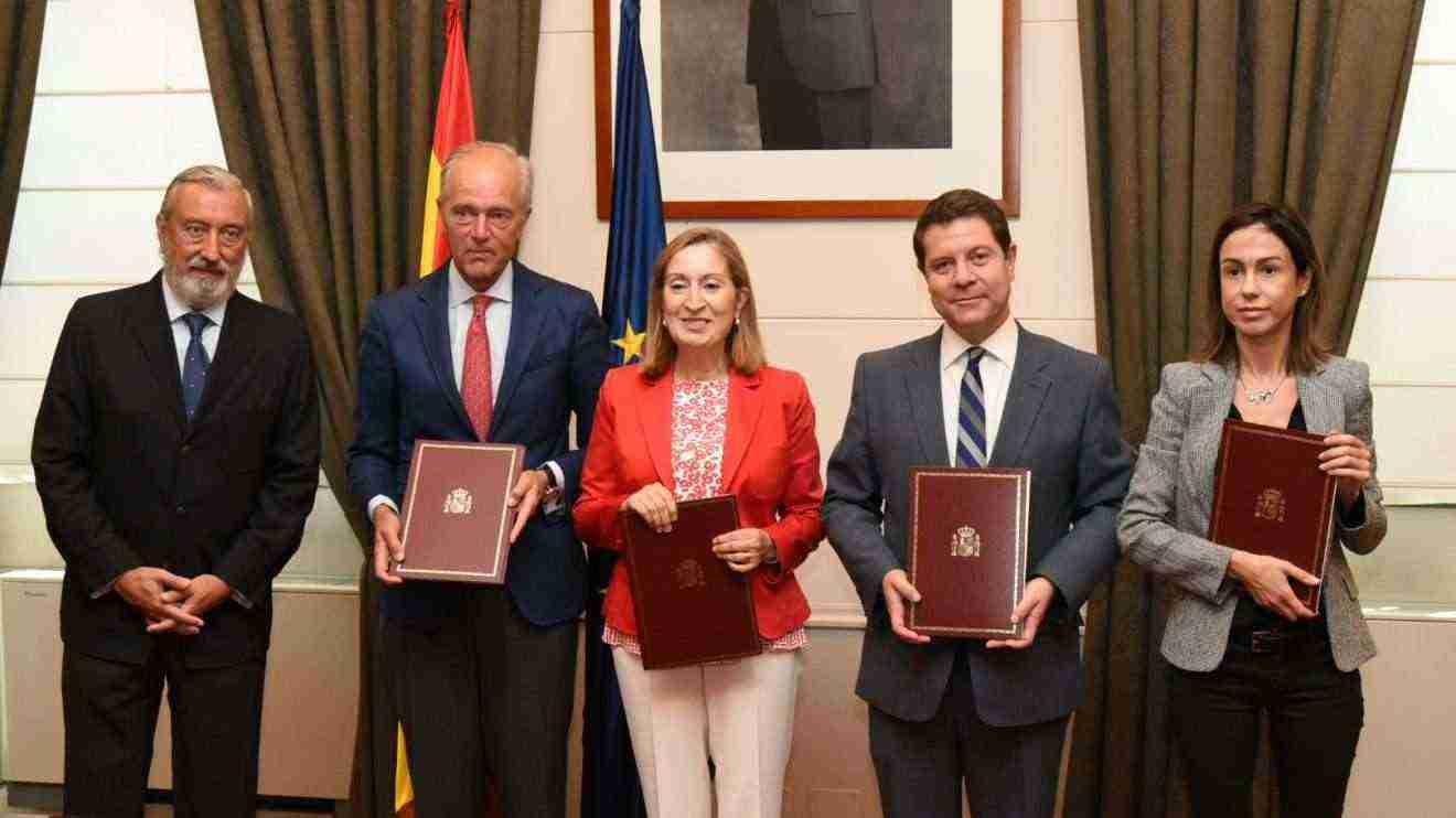 Convenio entre el Gobierno de Castilla-La Mancha, el Ministerio de Fomento y ADIF