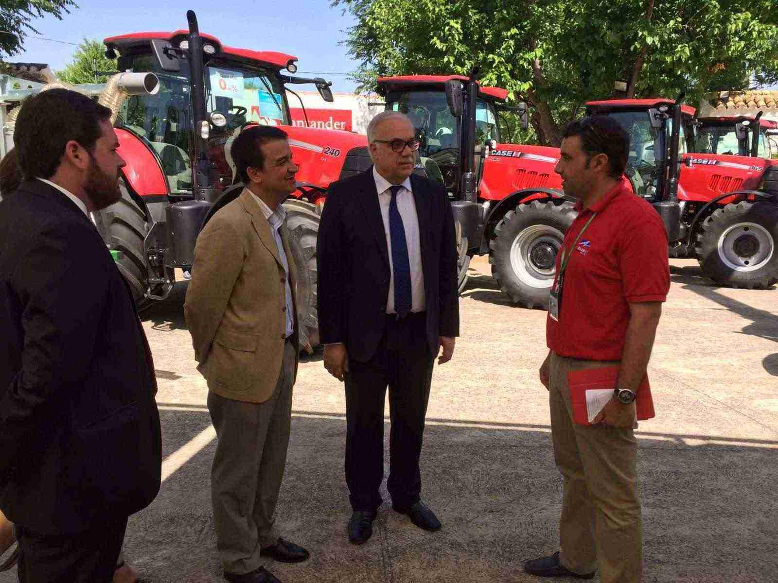 Entre tractores. El Futuro de la Agricultura en Castilla-La Mancha