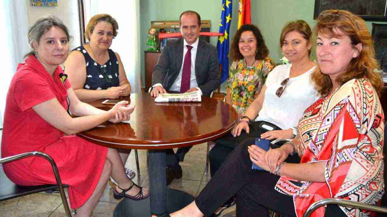 La directora del Instituto de la Mujer destaca el importante papel de los ayuntamientos para lograr la igualdad efectiva