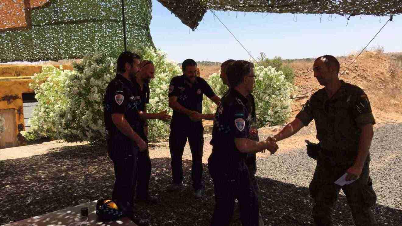 Equipos de policía local en campeonato