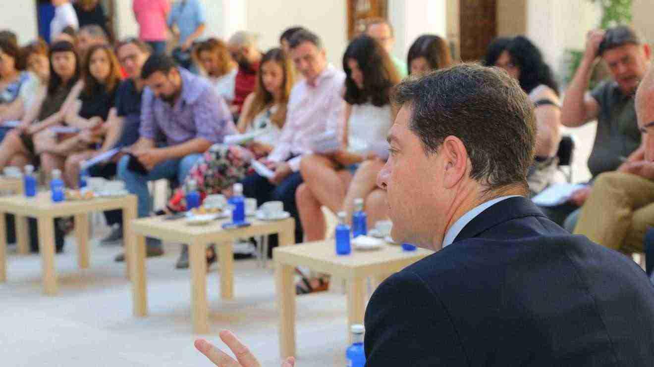 Emiliano Garcia-Page desayuno informativo y posterior rueda de prensa