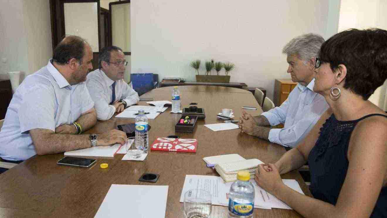 Reunión del gobierno regional con comisiones obreras