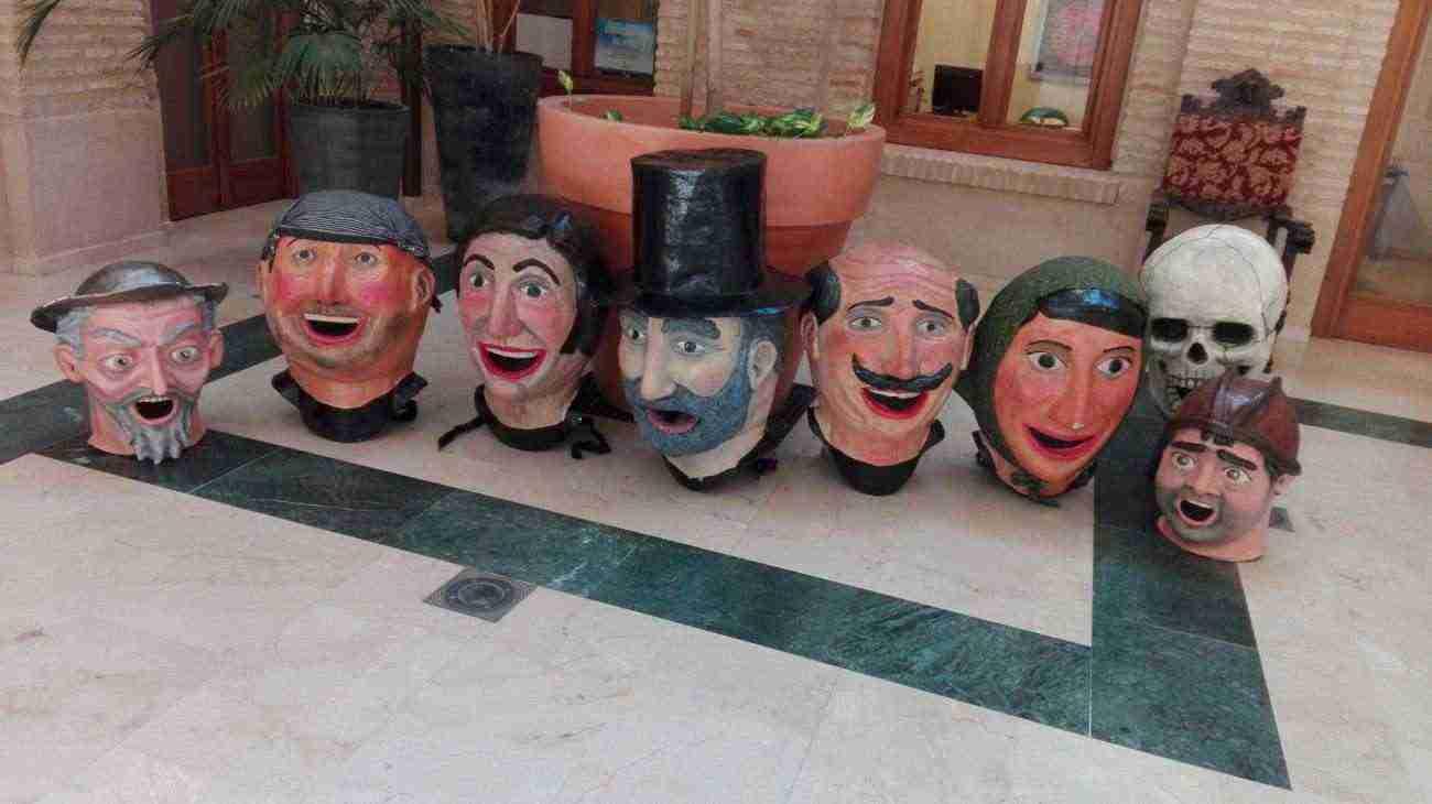 cabezudos de carnaval de herencia listo para carnaval de verano 2016