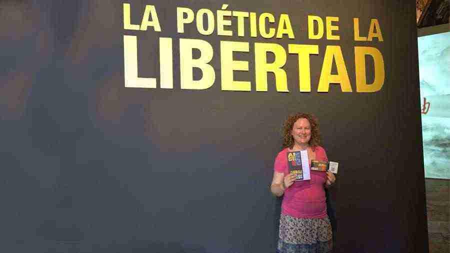 Una canadiense se convierte en la turista número 1.000 de la exposición 'La poética de la libertad' en la Catedral de Cuenca
