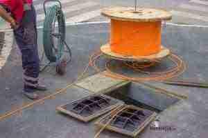 instalacion-cable-fibra-optica-en-calles-1