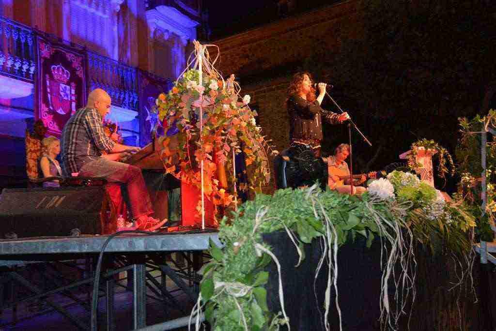 Yolanda Portillo cantando en Feria y Fiestas de Herencia 2016.