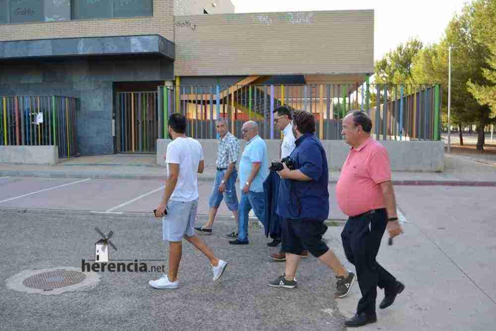 tomas roncero visito instalaciones deportivas herencia 10 1000x667 - Tomas Roncero visitó las instalaciones deportivas de Herencia