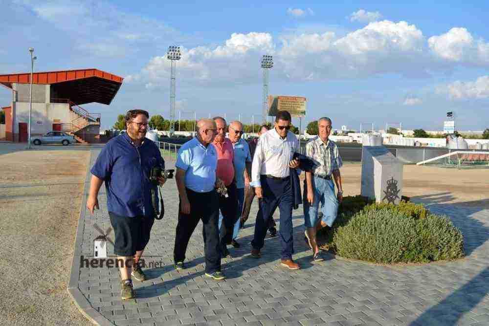 tomas roncero visito instalaciones deportivas herencia 11 1000x667 - Tomas Roncero visitó las instalaciones deportivas de Herencia
