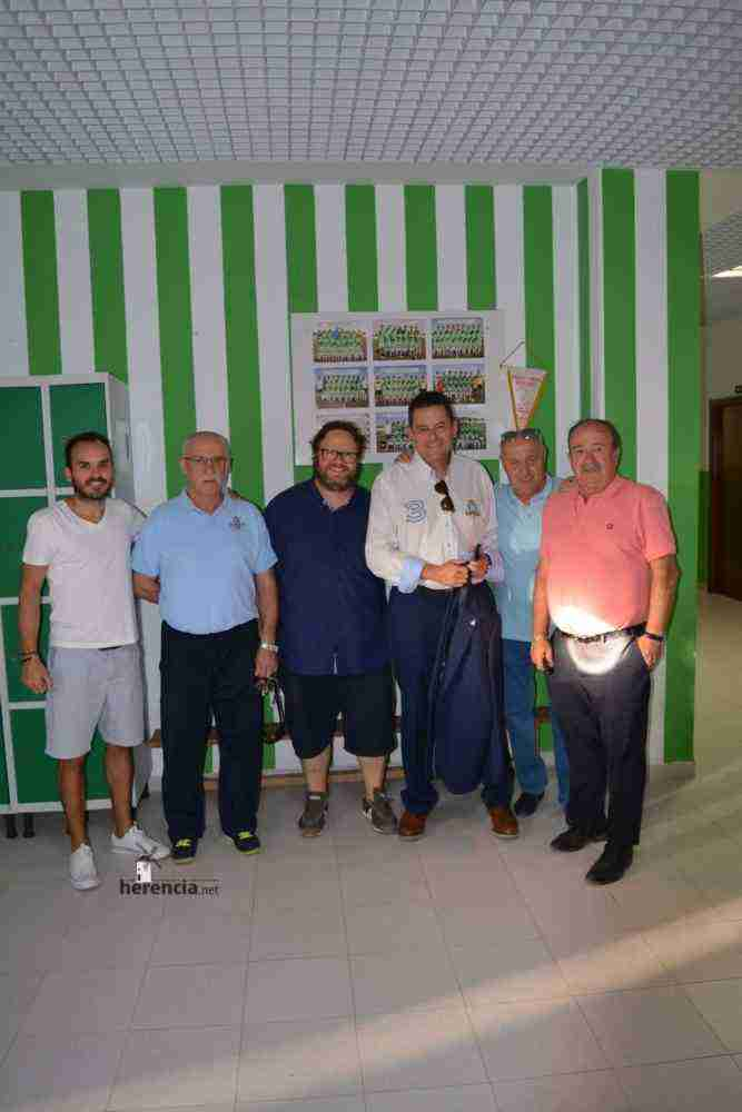 tomas roncero visito instalaciones deportivas herencia 7 667x1000 - Tomas Roncero visitó las instalaciones deportivas de Herencia
