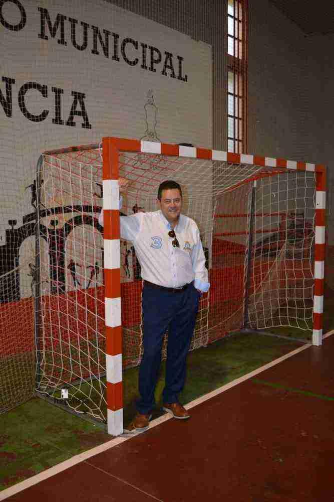 tomas roncero visito instalaciones deportivas herencia 8 667x1000 - Tomas Roncero visitó las instalaciones deportivas de Herencia