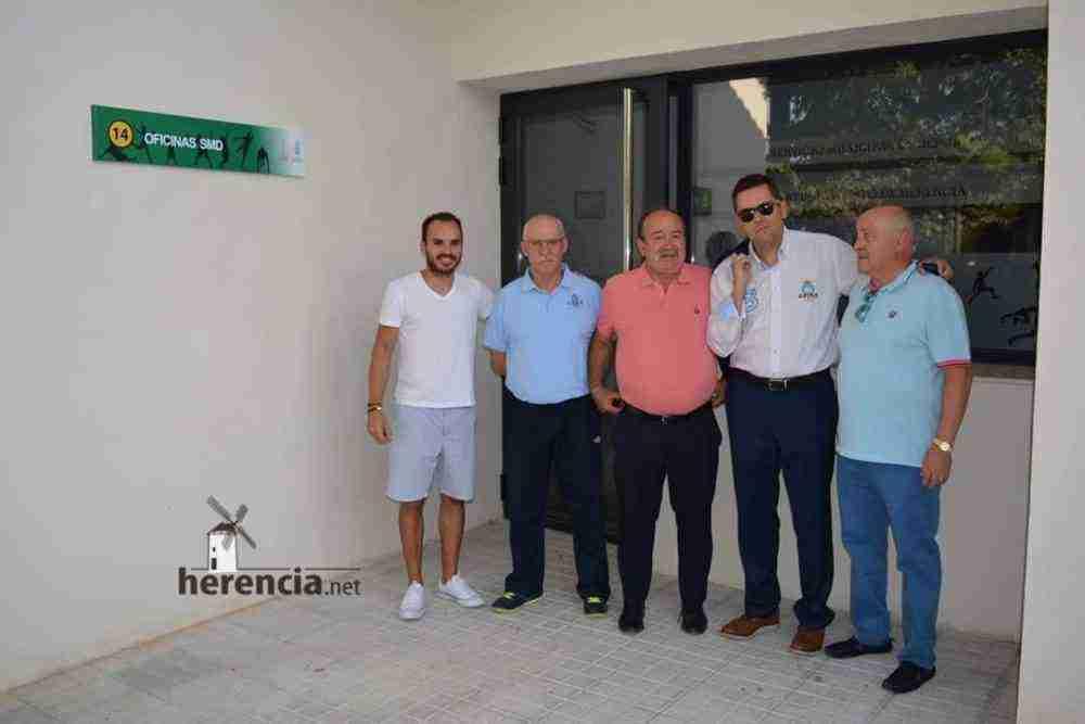 tomas roncero visito instalaciones deportivas herencia 6 667x1000 - Tomas Roncero visitó las instalaciones deportivas de Herencia