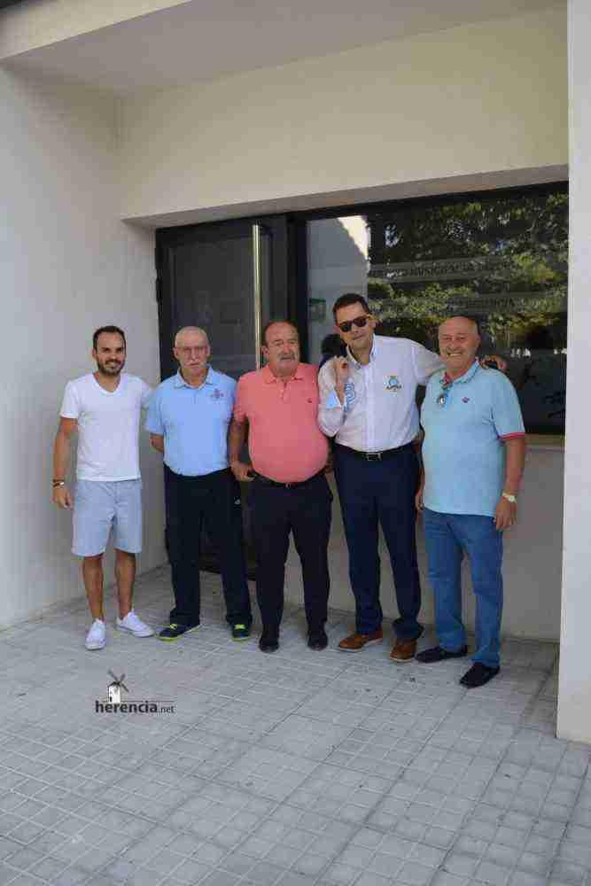 tomas roncero visito instalaciones deportivas herencia 12 667x1000 - Tomas Roncero visitó las instalaciones deportivas de Herencia