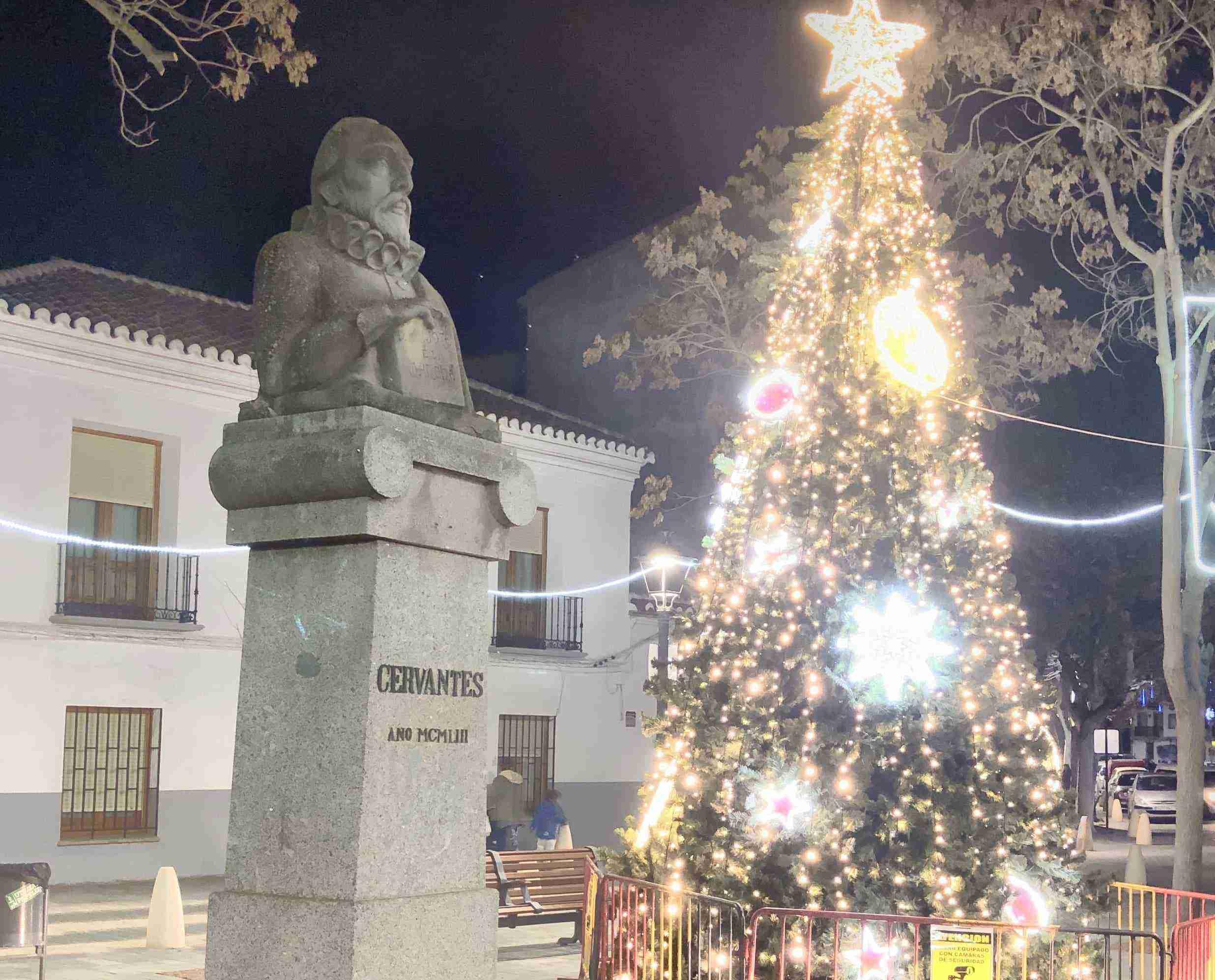 Restaurada la escultura de Cervantes como parte del patrimonio artístico herenciano 10