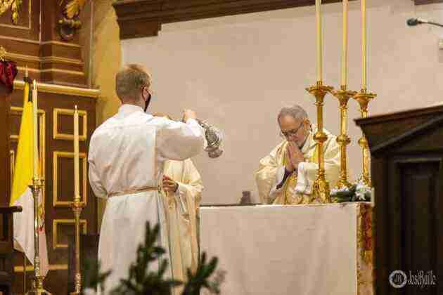 Galería fotográfica del belén viviente y misa de vigilia de Navidad 34