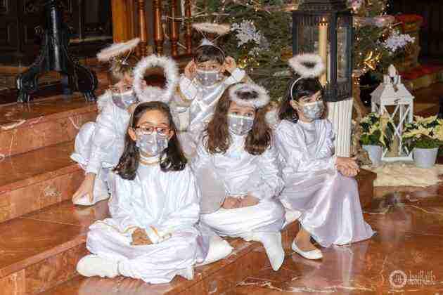 Galería fotográfica del belén viviente y misa de vigilia de Navidad 24
