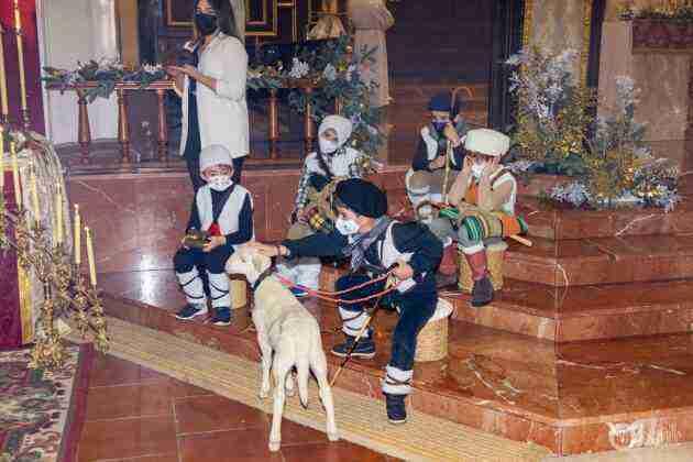 Galería fotográfica del belén viviente y misa de vigilia de Navidad 81