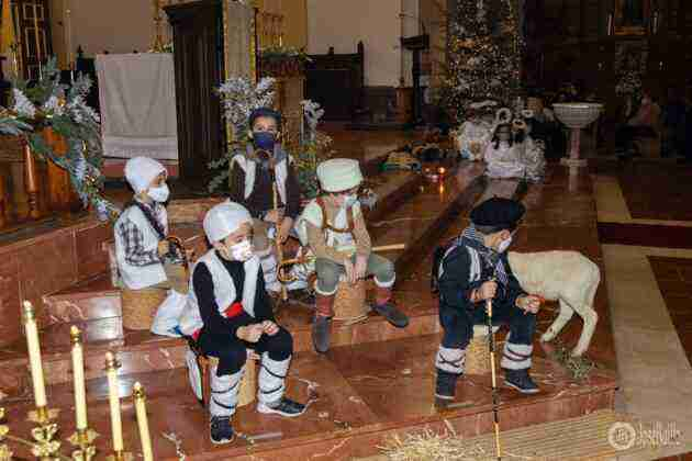Galería fotográfica del belén viviente y misa de vigilia de Navidad 30