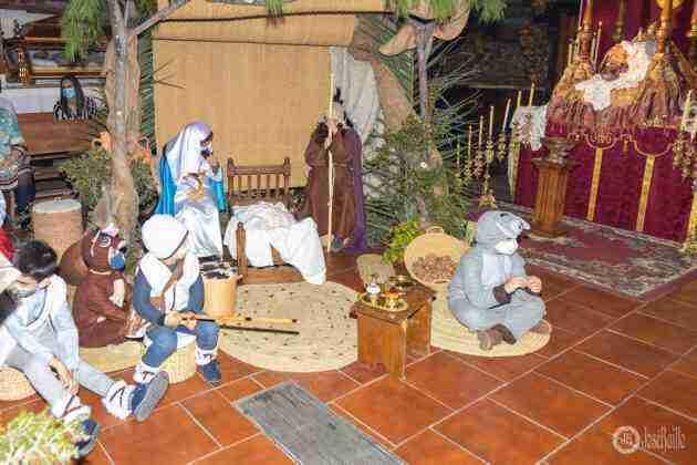 Galería fotográfica del belén viviente y misa de vigilia de Navidad 15
