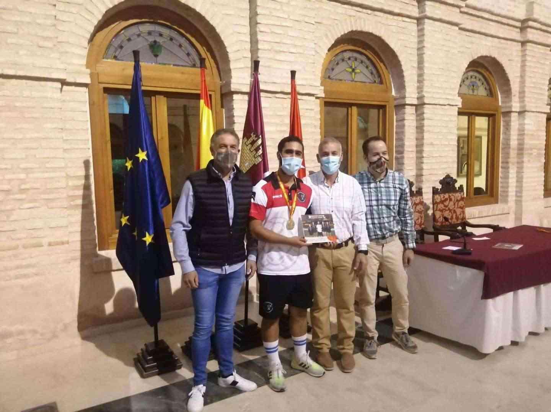 Recepción a los deportistas con medalla en el Campeonato de España de Balonmano Playa 17
