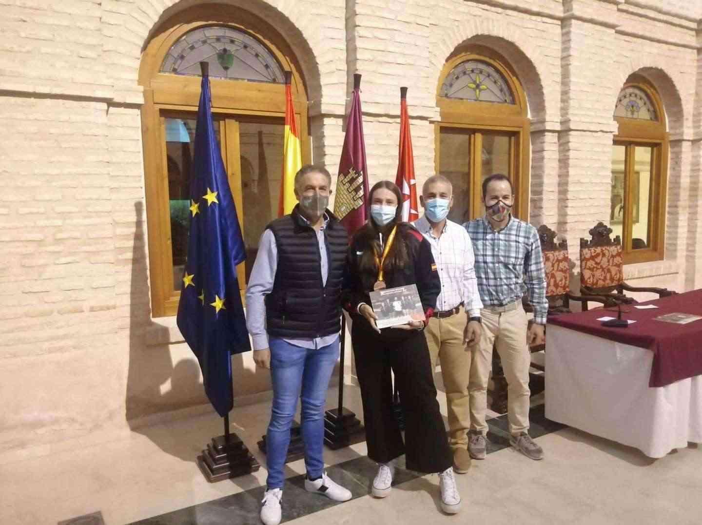 Recepción a los deportistas con medalla en el Campeonato de España de Balonmano Playa 16