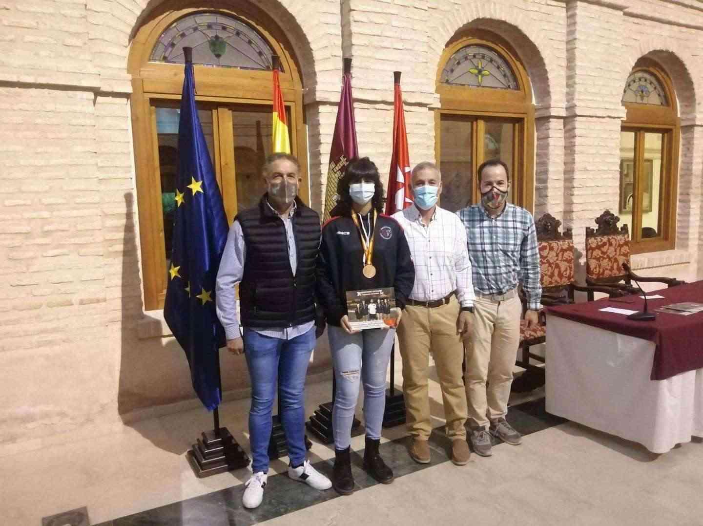 Recepción a los deportistas con medalla en el Campeonato de España de Balonmano Playa 15