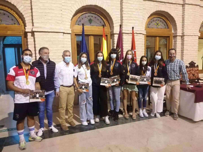 Recepción a los deportistas con medalla en el Campeonato de España de Balonmano Playa 19