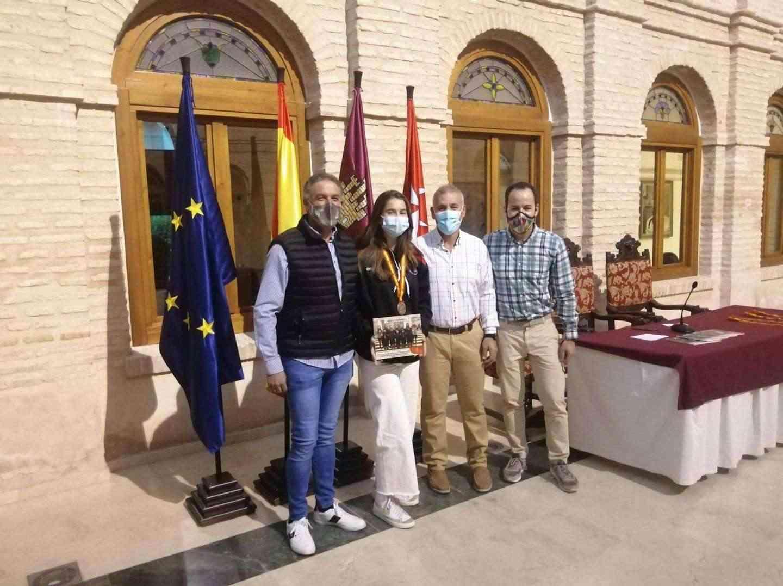 Recepción a los deportistas con medalla en el Campeonato de España de Balonmano Playa 14